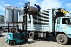 Ciężarowy engin w fabryce Obrazy Stock