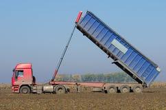 Ciężarowy przechylanie zdjęcie stock