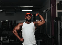 Ciężaru stażowy afrykanin robi bodybuilding Obraz Stock