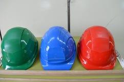 Ciężcy kapelusze target446_1_ na składowym stojaku Zdjęcia Royalty Free