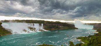 Ciężka burza nad Niagara spadkami obraz royalty free
