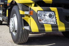 Ciężka ciężarówka w jaskrawej kolorystyce Obraz Royalty Free