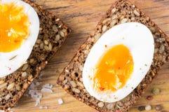 Ciężka gotowana jajeczna kanapka Zdjęcia Royalty Free