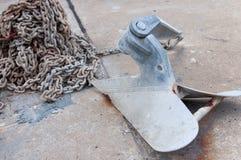 Ciężka kotwica na podłoga przy suchą stocznią Obrazy Royalty Free