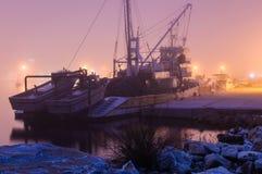 Ciężka mgła Nad rybaka schronieniem W Marmara, Turcja - Fotografia Stock