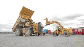 Ciężka usyp ciężarówka, ładowacz i zbiory wideo