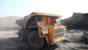 Ciężka usyp ciężarówka pogrążona zbiory