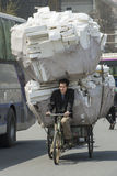 Ciężki ładunek na rowerze w Chiny zdjęcie royalty free