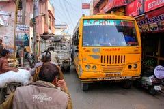 Ciężki drogowy ruch drogowy w Taj Ganj sąsiedztwie Agra, Uttar Prade Zdjęcia Royalty Free
