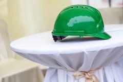 Ciężki kapelusz na białym piedestale Zdjęcie Stock