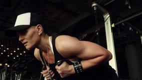 Ciężki oddychanie atleta po trenować zbiory wideo