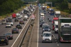 Ciężki ruch drogowy na M1 autostradzie zdjęcie royalty free