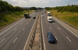 Ciężki ruch drogowy na M1 autostradzie obraz stock