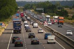 Ciężki ruch drogowy na M1 autostradzie zdjęcie stock