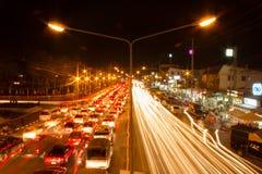 Ciężki ruch drogowy przy nocą Obrazy Royalty Free