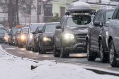 Ciężki ruch drogowy w zimie w Polska zdjęcie stock