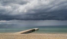 Ciężkie chmury nad jezioro Zdjęcia Royalty Free