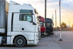 Ciężkie ciężarówki z przyczepami Zdjęcie Stock