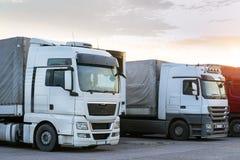 Ciężkie ciężarówki z przyczepami Fotografia Stock