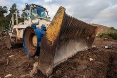 Ciężkiego pojazdu maszynerii równiarki kosza odpady  Obraz Royalty Free