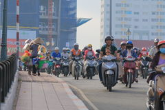 Ciężkiego ruchu drogowego pejzażu miejskiego Ho Chi Minh uliczny miasto Wietnam Fotografia Stock