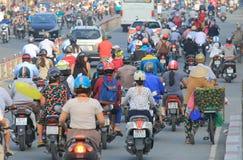 Ciężkiego ruchu drogowego pejzażu miejskiego Ho Chi Minh uliczny miasto Wietnam Zdjęcie Stock