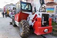 Ciężkiej budowy pojazd Parkujący Na Bocznej ulicie - Turcja Fotografia Royalty Free