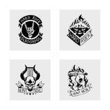 Ciężkiej muzyki rockowej odznaki rocznika wektorowa etykietka z punkowego czaszka symbolu rolki dźwięka majcheru emblemata ciężką ilustracja wektor