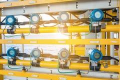 Ciśnieniowy nadajnik i ciśnieniowej dyferenci nadajnik przy na morzu ropa i gaz wellhead pilota platformą, Obrazy Stock