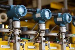 Ciśnieniowy nadajnik w ropa i gaz procesie, wysyła sygnał kontrolera i czytania nacisk w systemu obraz royalty free
