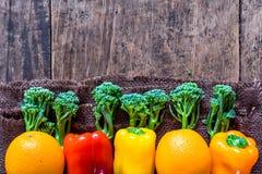 Ci-dessus végétal d'agriculteurs frais avec l'espace photographie stock