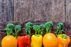 Ci-dessus végétal d'agriculteurs frais avec l'espace Photos stock