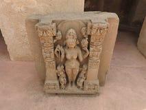 Ci?rrese para arriba de la piedra tallada del siglo X cre?da en el pozo antiguo de Chand Baori Step en el pueblo de Abhaneri, Raj foto de archivo libre de regalías