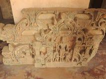 Ci?rrese para arriba de la piedra tallada del siglo X cre?da en el pozo antiguo de Chand Baori Step en el pueblo de Abhaneri, Raj imagen de archivo