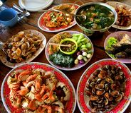 Ci sono molti generi di piatti tailandesi della cena fotografia stock libera da diritti