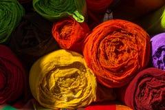 Ci sono molti rotoli di tessuto per modo fotografie stock libere da diritti