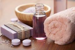 ciała opieki istotny ziołowy oleju mydła zdrój obraz stock