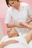 ciała opieki ręki masażu kobieta fotografia royalty free