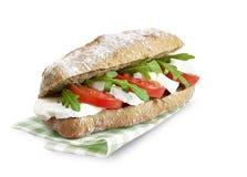 Ciabatta三明治与裁减路线的mozarella蕃茄 库存图片