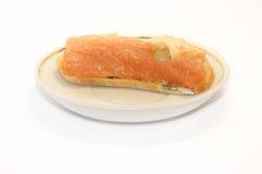Ciabatta和鱼在板材 库存图片