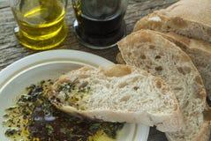 Ciabatta-Brot mit Öl und Balsamico-Essig Stockfotos