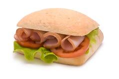 Ciabatta-Sandwich mit Schinken, Tomate und Kopfsalat Stockbilder