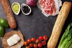 Ciabatta smörgåsmatlagning arkivbilder