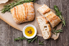 Ciabatta und Olivenöl Stockfotos
