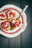 Cialde belghe con frutta e sciroppo, casalinghi Immagini Stock Libere da Diritti
