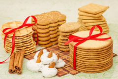 Cialde, biscotti e meringa della pila Immagini Stock Libere da Diritti