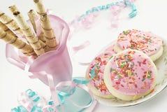 Cialde e biscotti di zucchero rotolati cioccolato Immagini Stock Libere da Diritti