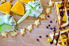 Cialde, gelato, frutta fresca Fotografia Stock