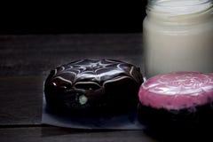 Ciambella con latte Fotografia Stock