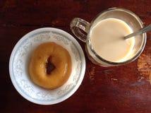 Ciambella e caffè fotografie stock libere da diritti